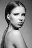 Mooie vrouw met avondsamenstelling, lang recht haar Rokerige ogen De foto van de manier Rebecca 36 Stock Fotografie