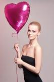 Mooie vrouw met ballonhart Royalty-vrije Stock Foto