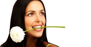 Mooie vrouw met bloem royalty-vrije stock afbeeldingen