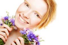 Mooie vrouw met bloemen Royalty-vrije Stock Afbeelding
