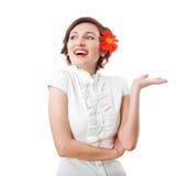 Mooie vrouw met bloemgerbera Royalty-vrije Stock Afbeeldingen