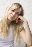 Mooie vrouw met blond haar Royalty-vrije Stock Foto's