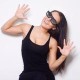 Studio van mooie vrouw met 3D glasess is ontsproten die Stock Fotografie