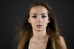Mooie vrouw met een ernstige weemoedige uitdrukking Royalty-vrije Stock Foto