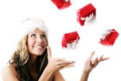 Mooie vrouw met een gift Stock Fotografie
