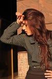 Mooie vrouw met headacke Royalty-vrije Stock Afbeeldingen