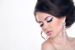 Mooie vrouw met heldere samenstelling. Juwelen en Schoonheid. Manier stock fotografie