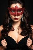 Mooie Vrouw met het Carnaval-masker. Royalty-vrije Stock Afbeeldingen