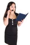 Mooie vrouw met hoofdtelefoon en notitieboekje Royalty-vrije Stock Foto's