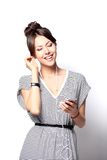 Mooie vrouw met hoofdtelefoons stock foto