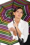 Mooie vrouw met kleurrijke paraplu op witte B royalty-vrije stock fotografie