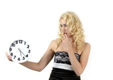 Mooie vrouw met klok Stock Foto's