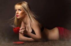 Mooie vrouw met koffie Stock Fotografie