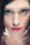 mooie vrouw met kort donker haar Stock Foto