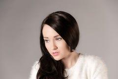 Mooie Vrouw met Lang Donker Haar Stock Fotografie