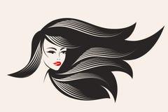Mooie vrouw met lang, golvend haar en gewaagde, glanzende make-up Stock Afbeelding