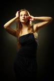 Mooie vrouw met lang haarportret Stock Foto's
