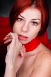 Mooie vrouw met rode haar en sproeten Stock Foto's
