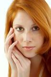 Mooie vrouw met rood haar stock afbeelding