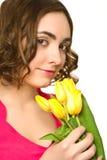 Mooie vrouw met tulpen Stock Afbeelding