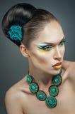 Mooie vrouw met turkooise juwelen Stock Fotografie