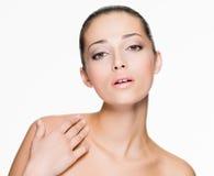 Mooie vrouw met verse huid van gezicht Royalty-vrije Stock Afbeeldingen