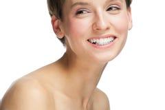 Mooie vrouw met witte tanden stock foto