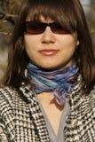 Mooie vrouw met zonnebril stock foto's