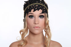 Mooie vrouw met zwarte hoed Stock Foto's
