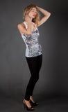 Mooie Vrouw in Mouwloos onderhemd en Beenkappen Royalty-vrije Stock Afbeeldingen