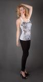 Mooie Vrouw in Mouwloos onderhemd en Beenkappen Royalty-vrije Stock Foto