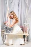 Mooie vrouw op een schommeling Royalty-vrije Stock Afbeelding