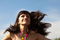 Mooie vrouw op een weide Stock Foto