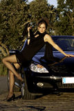 Mooie vrouw op een zonnige dag Royalty-vrije Stock Afbeeldingen