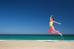 Mooie vrouw op het strand Royalty-vrije Stock Foto's