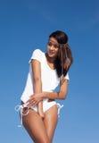 Mooie vrouw op het strand in het Strand van Miami stock foto