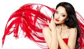 Mooie vrouw in rode golvende sjaal Stock Afbeeldingen