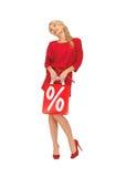Mooie vrouw in rode kleding met het winkelen zak Royalty-vrije Stock Foto's