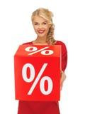 Mooie vrouw in rode kleding met percententeken Stock Afbeeldingen