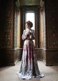 Mooie vrouw in roze kleding royalty-vrije stock afbeeldingen