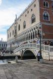 Mooie Vrouw in Venetië Stock Foto's