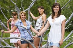 Mooie vrouw vier die zich buiten bevindt Royalty-vrije Stock Fotografie