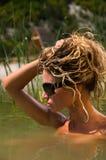Mooie vrouw in water Stock Foto