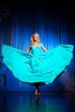 Mooie vrouw zoals een prinses in het paleis Luxueus rijk FA Stock Foto