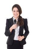 Mooie vrouwelijke die verslaggever met microfoon op wit wordt geïsoleerd Stock Foto