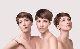 Mooie vrouwelijke gezichts dichte omhooggaand portret van jong model bij studio op wit royalty-vrije stock foto's