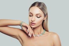 Mooie vrouwelijke gezichtsclose-up Betoverende Mannequin Woman stock foto