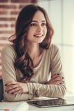 Mooie vrouwelijke student stock foto
