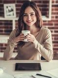 Mooie vrouwelijke student royalty-vrije stock fotografie