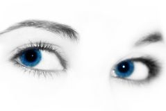 Mooie vrouwen blauwe ogen stock afbeelding